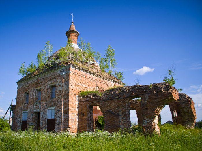 L'église abandonnée en Russie dans la région de Toula.