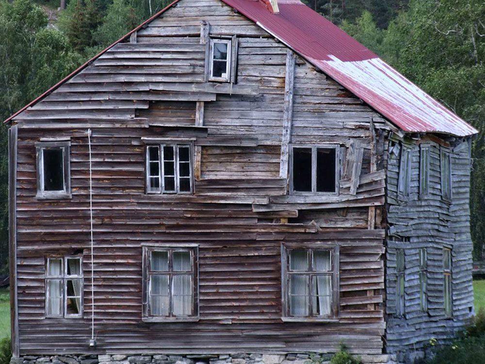Cette maison aurait bien besoin d'être restaurée.