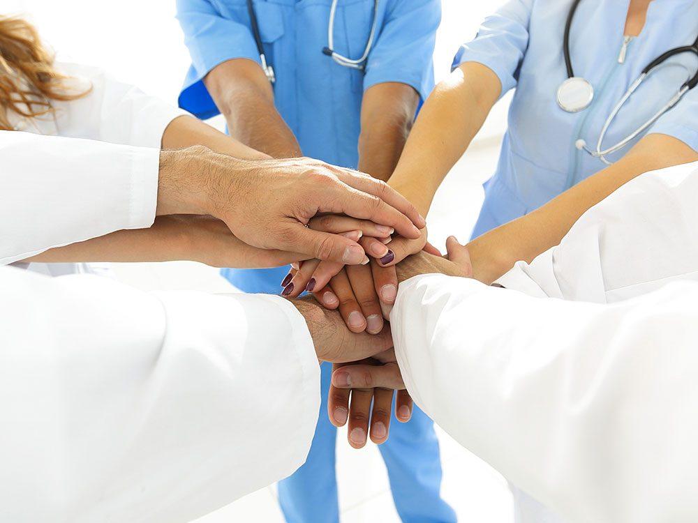 Quand leur travail les submerge trop, les infirmières discutent spécialisées dans l'aide aux victimes d'agression sexuelle s'assurent mutuellement qu'elles prennent soin d'elles-mêmes.