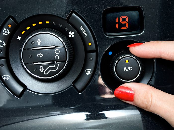 Le climatiseur fait augmenter la consommation en carburant d'environ 20%.
