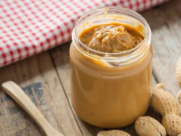 Le beurre d'arachide fait partie des aliments riches en magnésium.