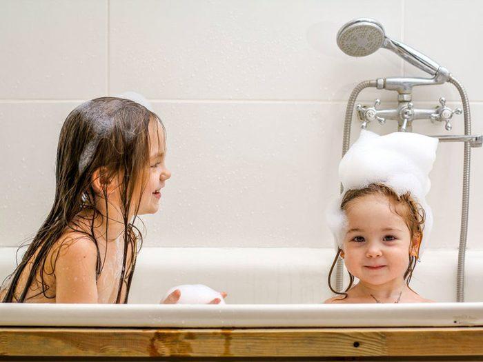 Entre soeurs, vous vous battiez toujours pour avoir la salle de bains.