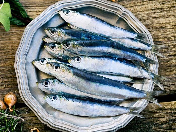 En mangeant une portion de 85 g de sardines, vous absorberez 370 mg de calcium.