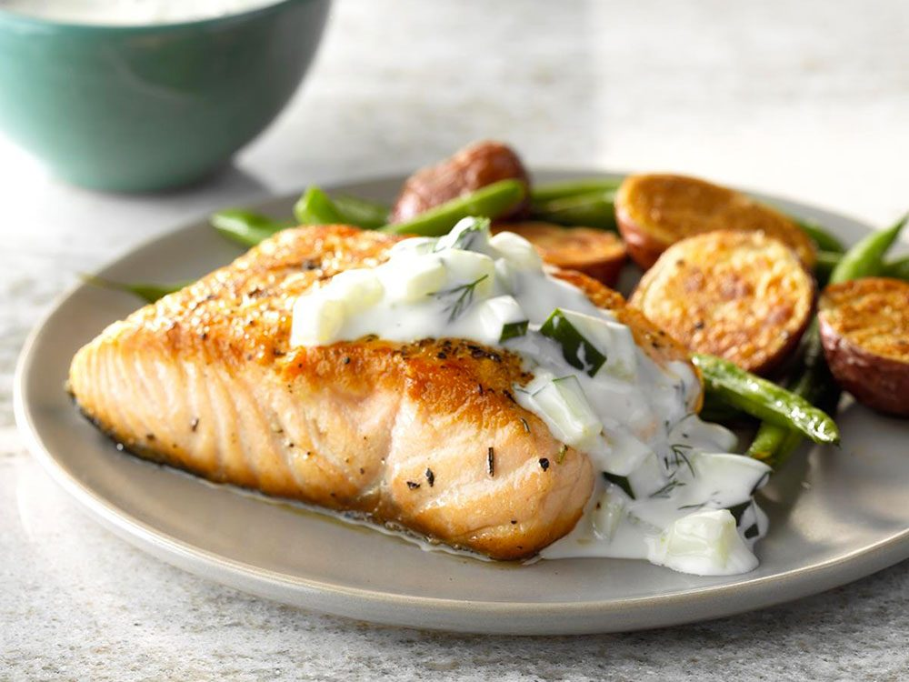 Frais ou en boîte, le saumon contient une quantité étonnante de calcium.