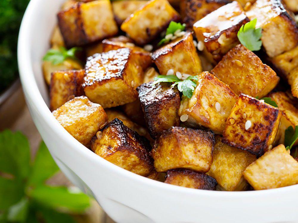 Une tasse de tofu vous donnera un pléthorique 861 mg de calcium.
