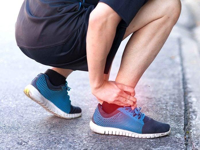 Une crampe musculaire peut être signe d'une carence en calcium.