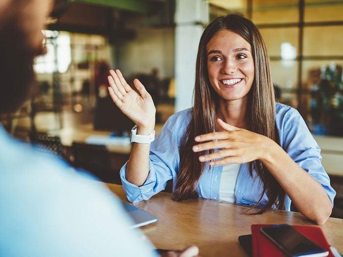 Ne diminuez pas vos mérites si vous recevez un compliment.
