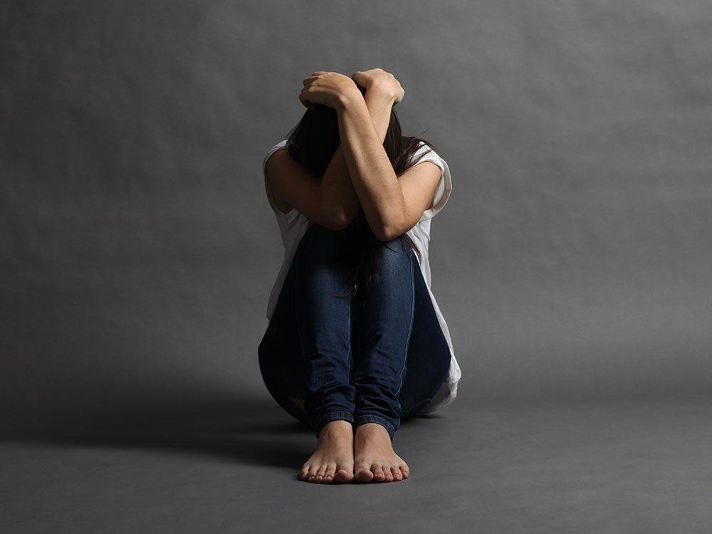 La douleur de femmes est souvent incomprise et prise à la légère.