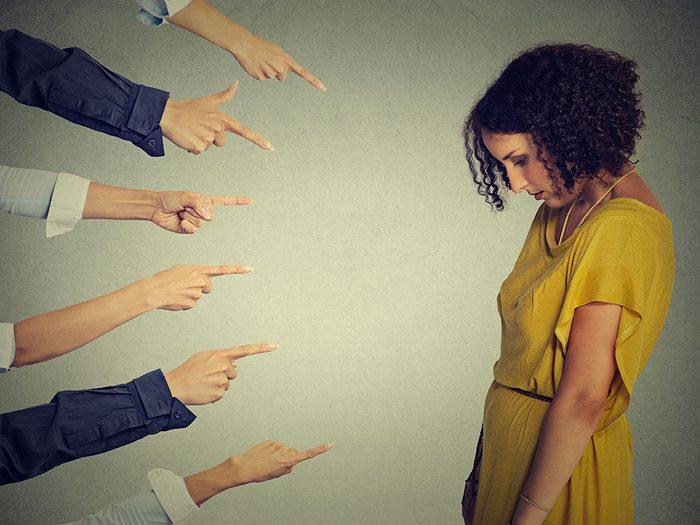 Les femmes se sentent rejetées car leur douleur et ignorée ou négligée.