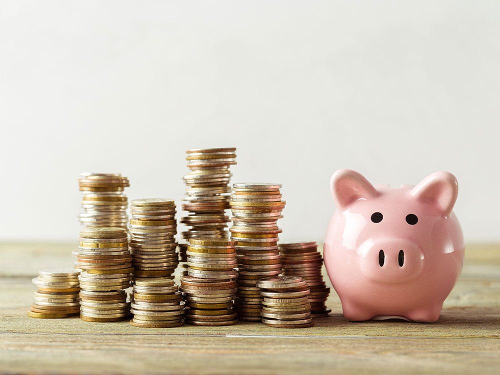 Se ruiner en frais bancaires est l'une des habitudes de dépense que les experts en finances détestent.