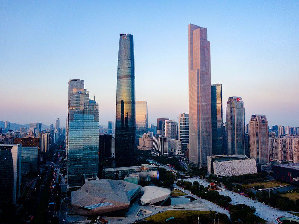 Le Centre de Finance CTF de Guangzhou est l'un des plus hauts gratte-ciels du monde .