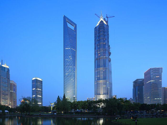 Le Centre mondial des finances de Shanghai est l'un des plus hauts gratte-ciels du monde .