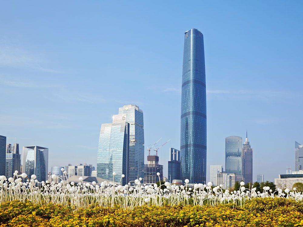 Le Guangzhou International Finance Center est l'un des plus hauts gratte-ciels du monde .