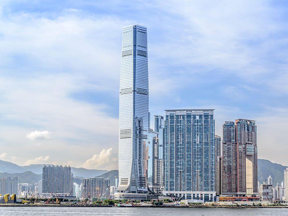 L'International Commerce Center est l'un des plus hauts gratte-ciels du monde .