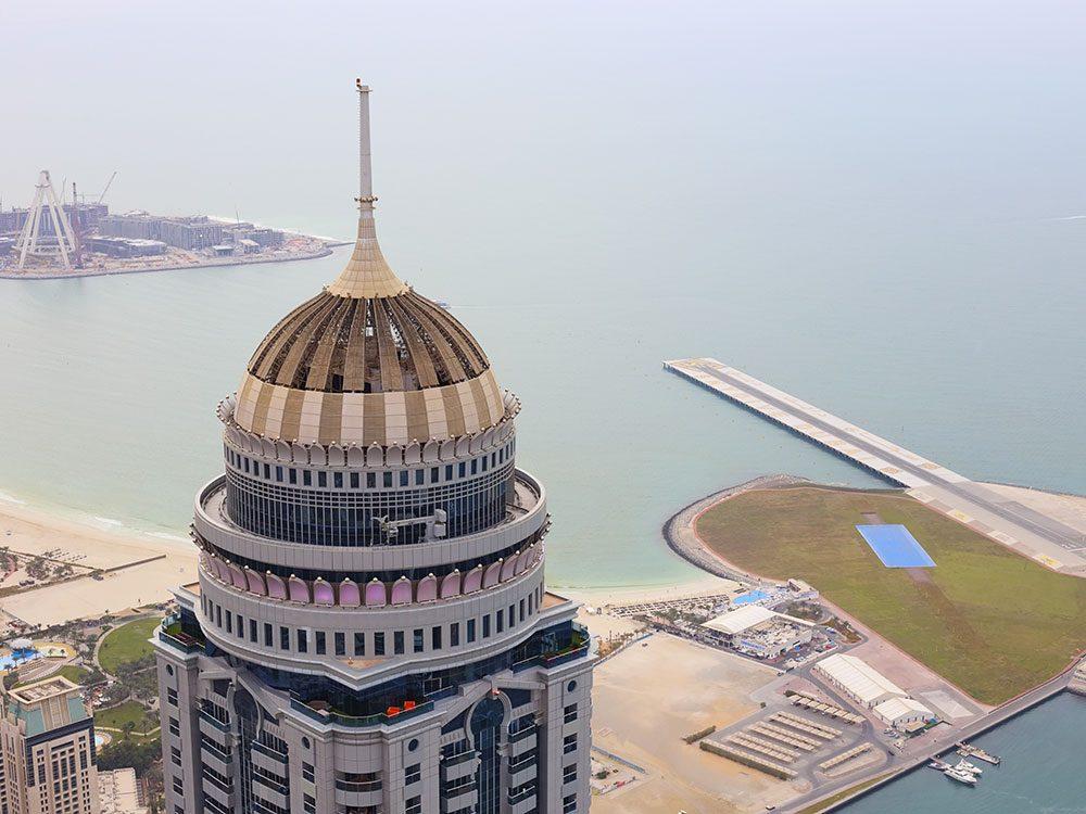 La tour Princess Tower de la marina de Dubaï est l'un des plus hauts gratte-ciels du monde .