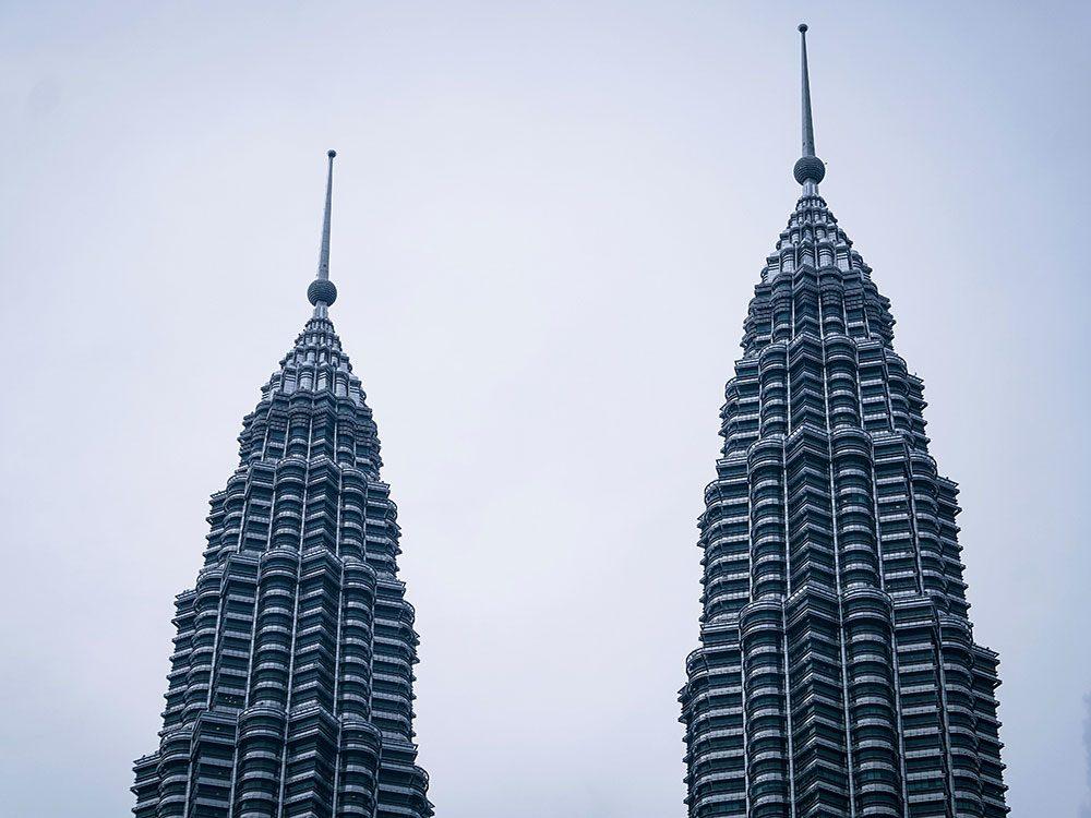 Les Tours Petronas 1 figurent parmi es plus hauts gratte-ciels du monde .