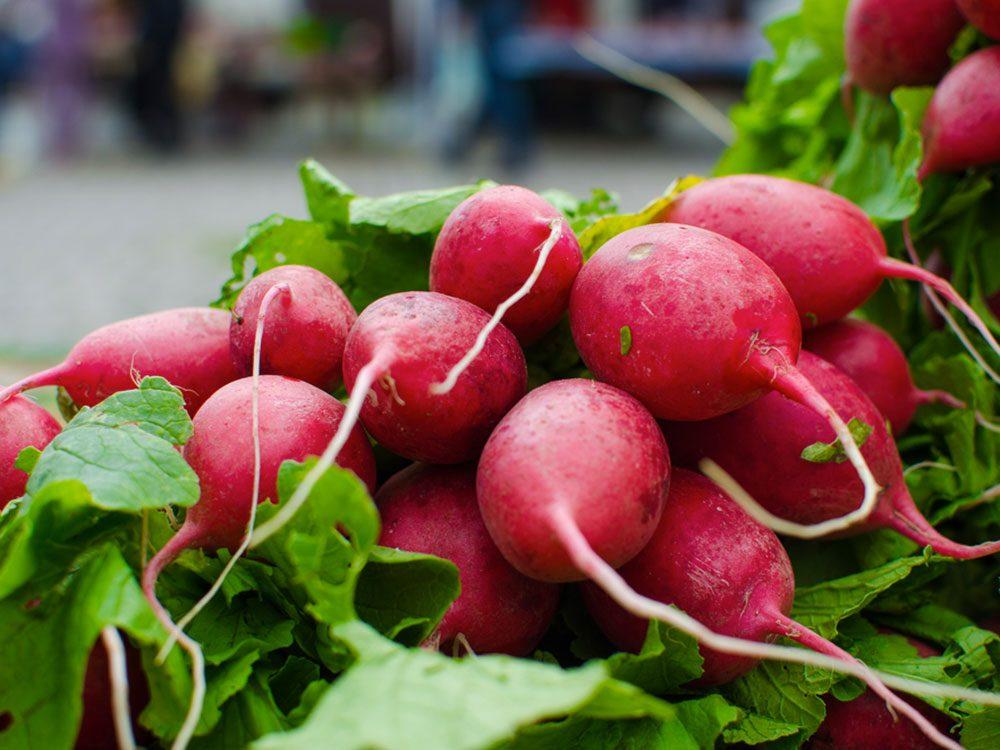 Nous devrions manger les résidus alimentaires telles que les feuilles de radis.