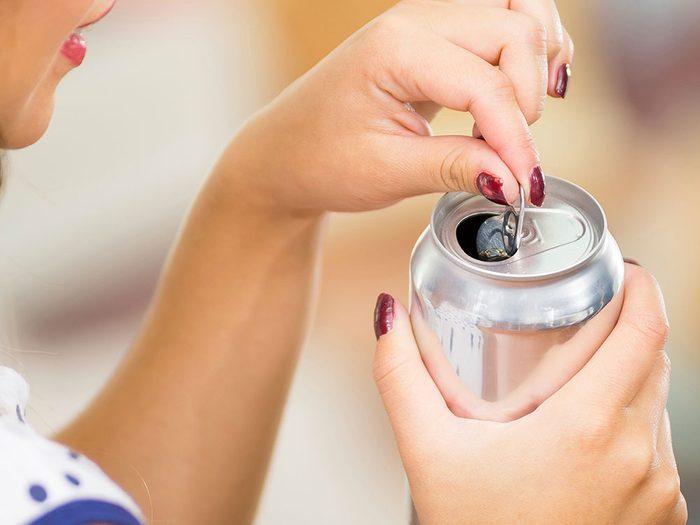 Les canettes peuvent être mises au recyclage.