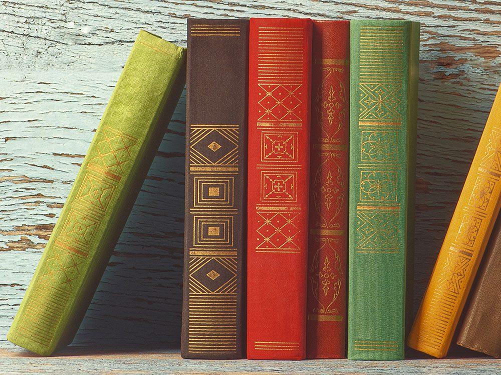 Les livres sont à mettre au recyclage avec prudence.