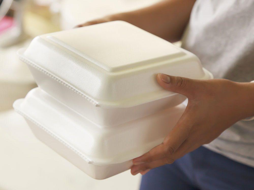 La mousse de polystyrène pour les plats à emporter n'est pas à mettre au recyclage.