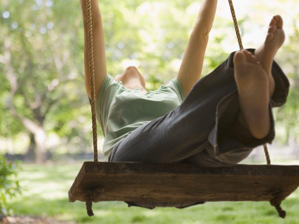 Allez dans un parc vous balancer pour vous relaxer.
