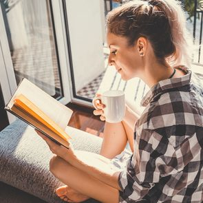 Lisez un bon bouquin pour vous relaxer.