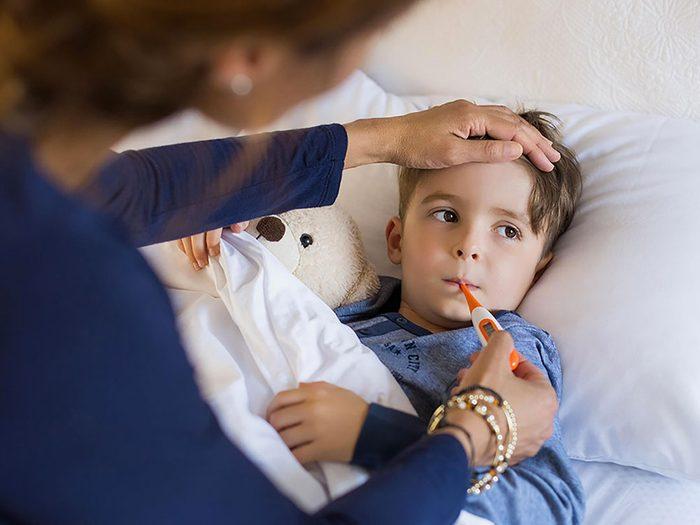 Avoir mal à la gorge peut être aussi un symptôme d'une infection à streptocoque.