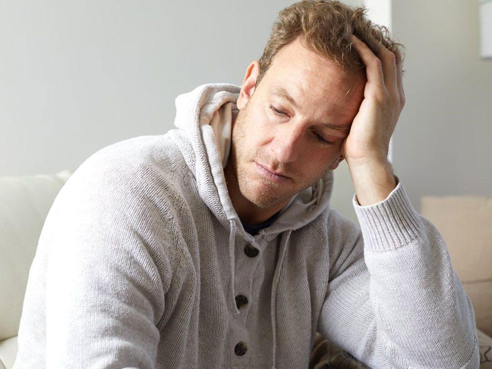 Surveillez les symptômes d'infection de la gorge à streptocoque qui s'étirent et ne vous laissent pas de répit.