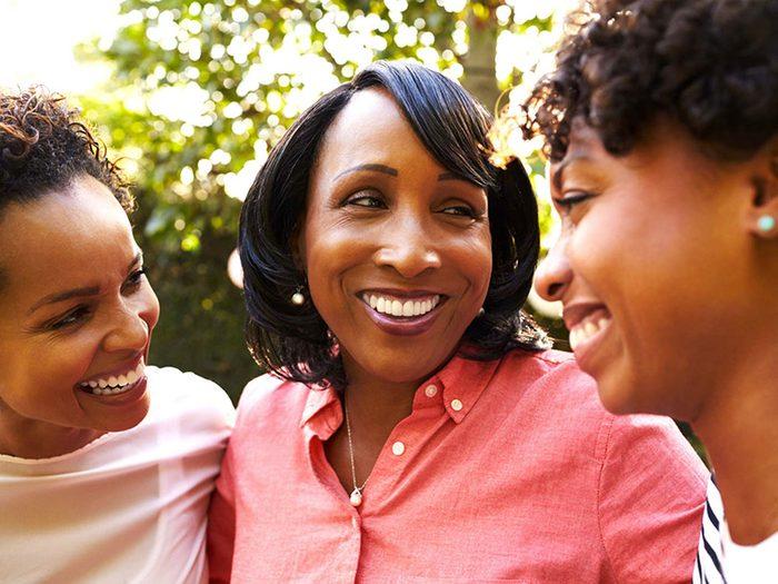 Entre soeurs, vous faisiez équipe contre vos parents et encore maintenant que vous êtes adultes.