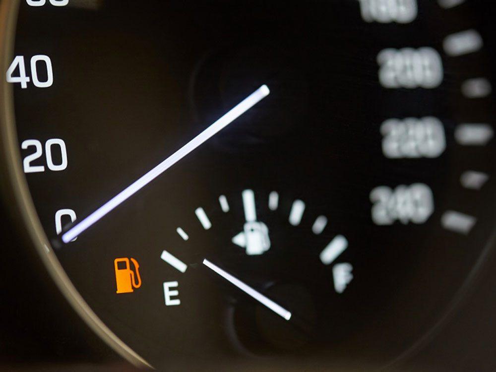 On n'épargne pas de carburant en accélérant doucement pour rejoindre sa vitesse de croisière.