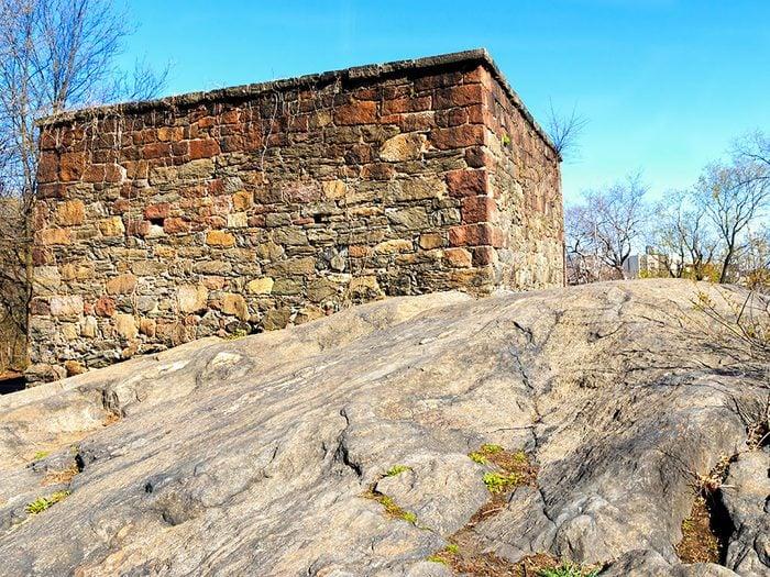 Visitez le Blockhouse dans Central Park à New York!