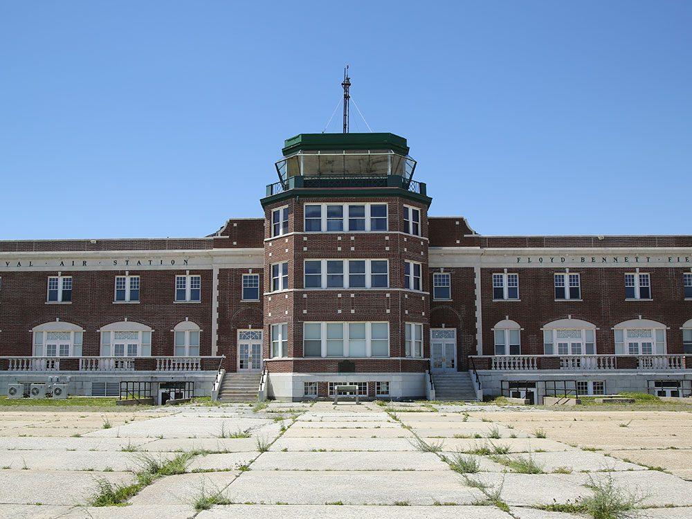 L'Aéroport Floyd Bennett de Brooklyn a été le premier aéroport municipal de la ville de New York.