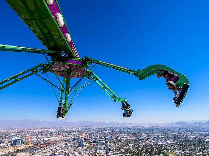 La Tour Stratosphère à Las Vegas dans le Nevada est l'un des 12 points de vue vertigineux dans le monde.