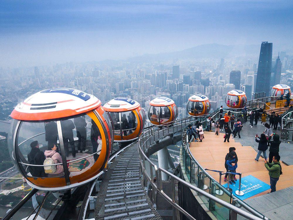 La tour de télévision et de tourisme de Canton à Guangzhou en Chine est l'un des 12 points de vue vertigineux dans le monde.