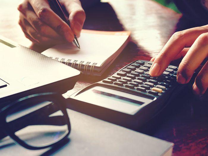 Prenez le temps de vérifier les frais et règles avant d'acheter une maison.