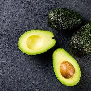 Les avocats sont des aliments santé riches en gras, que vous devez manger.