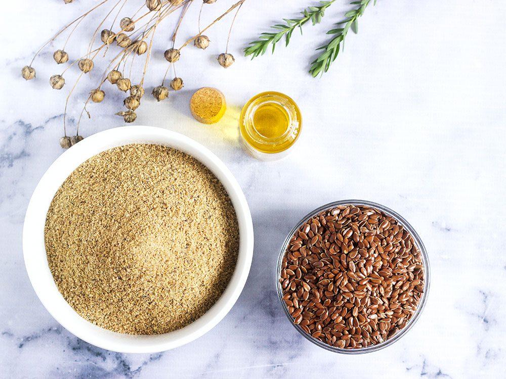 Les graines de lin sont des aliments santé riches en gras, que vous devez manger.