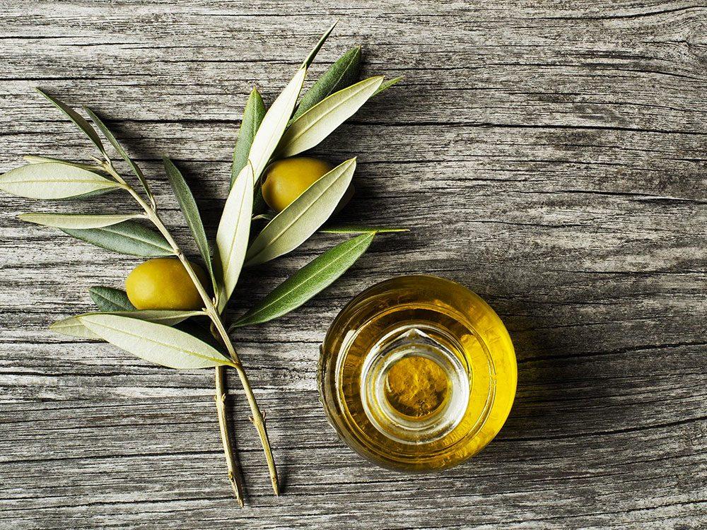 L'huile d'olive est un aliment santé riche en gras, que vous devez manger.