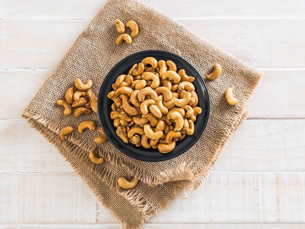 Les noix de cajou sont des aliments santé riches en gras, que vous devez manger.