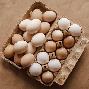 Les oeufs sont des aliments santé riches en gras, que vous devez manger.