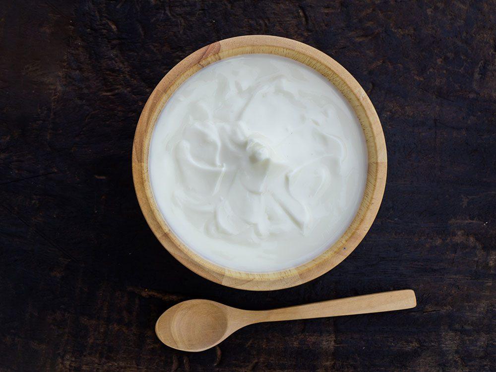 Le yogourt grec aliment santé riche en gras, que vous devez manger.