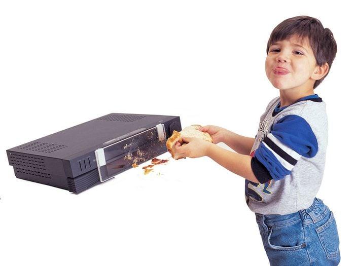 Tout le monde avait des magnétoscopes dans sa maison dans les années 1990.