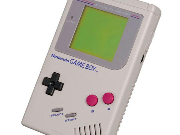Tout le monde avait le GameBoy Nintendo dans sa maison dans les années 1990.