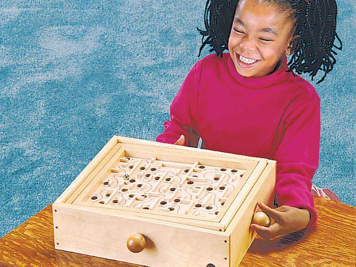 Tout le monde avait le jeu du labyrinthe dans sa maison dans les années 1990.