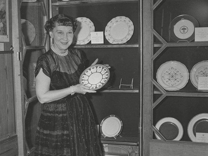 Sortir la belle vaisselle est l'une des bonnes manières qu'on n'aurait jamais dû abandonner.