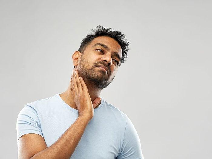 Une enflure non douloureuse dans la gorge, dans les aisselles ou dans la région des aines, peut être un signe de cancer du sang.