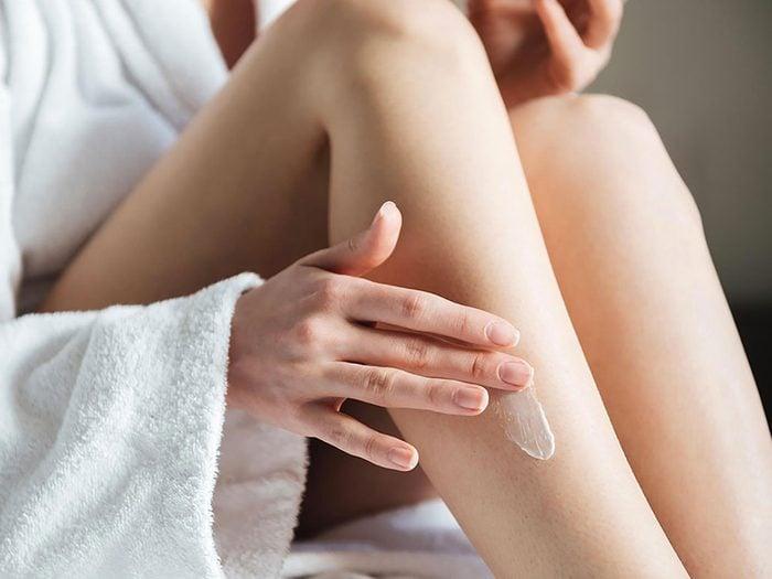 Pensez aussi à la prévention de dommages plus étendus concernant les cicatrices d'acné.