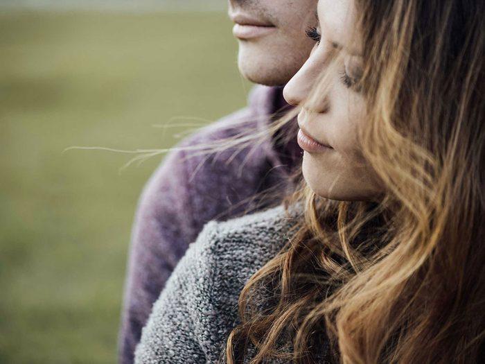 Règle qu'il est permis de briser dans un couple: être vous-même avec votre partenaire.