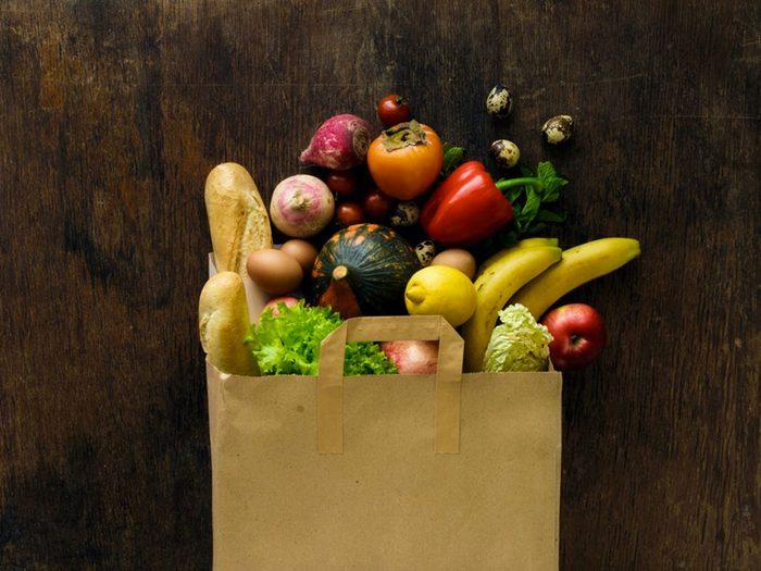 Revoyez votre façon de faire l'épicerie pour devenir végane.