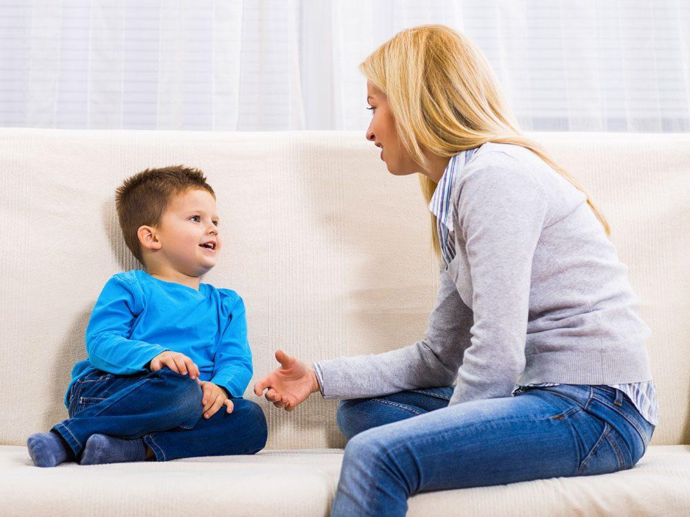Essayez de solliciter l'opinion de votre enfant pour qu'il s'ouvre à vous.